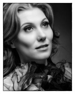 Tris Beauty Shot Black & White