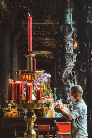 Taiwan Longhsan Temple worker 2017