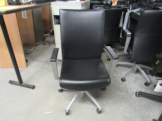 #518, Pre-Owned Sit-On-It Sona Leather Executive Chair