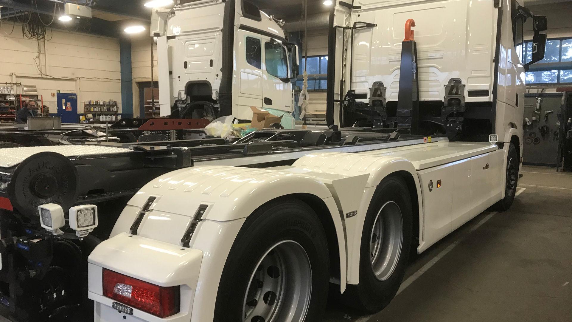 Finpuss av Scania Krokløftbil