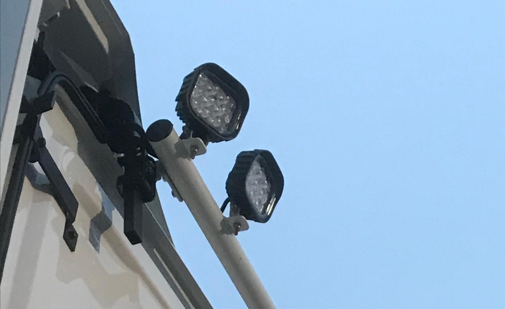 LED Arbeidslys på aluminiums bøyle tak.