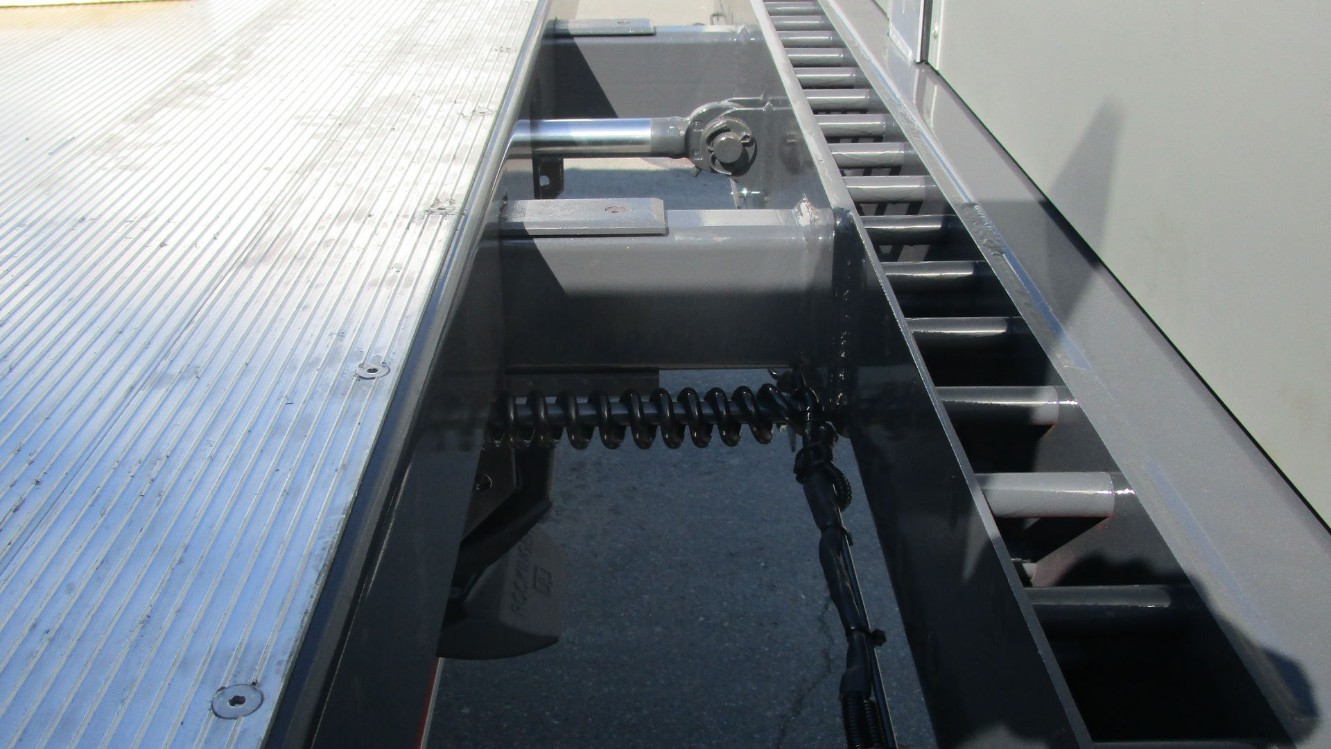 Hydraulisk utkjøring av platt bak