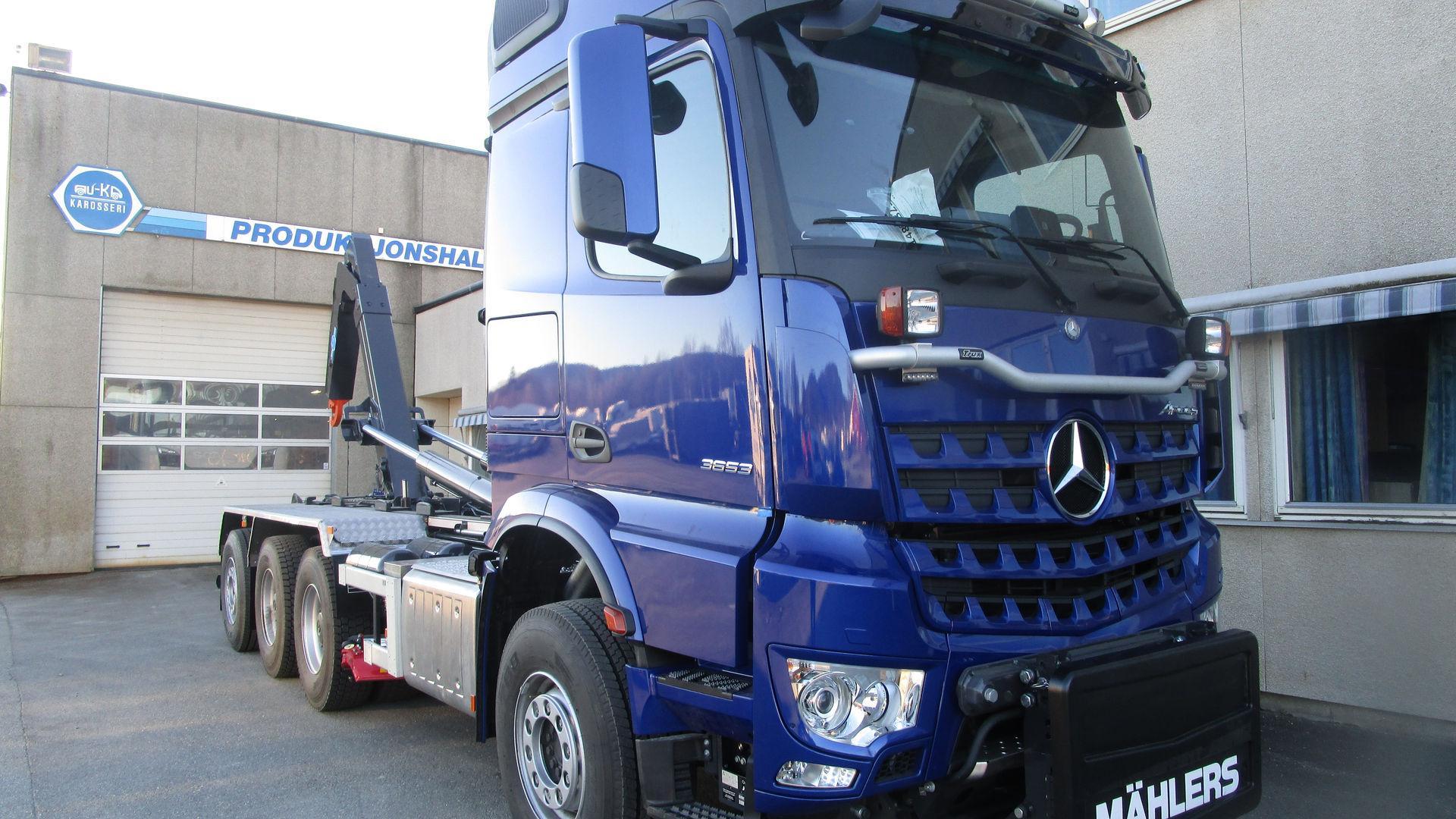 Mercedes krokløftbil med frontplog feste og midtskjær