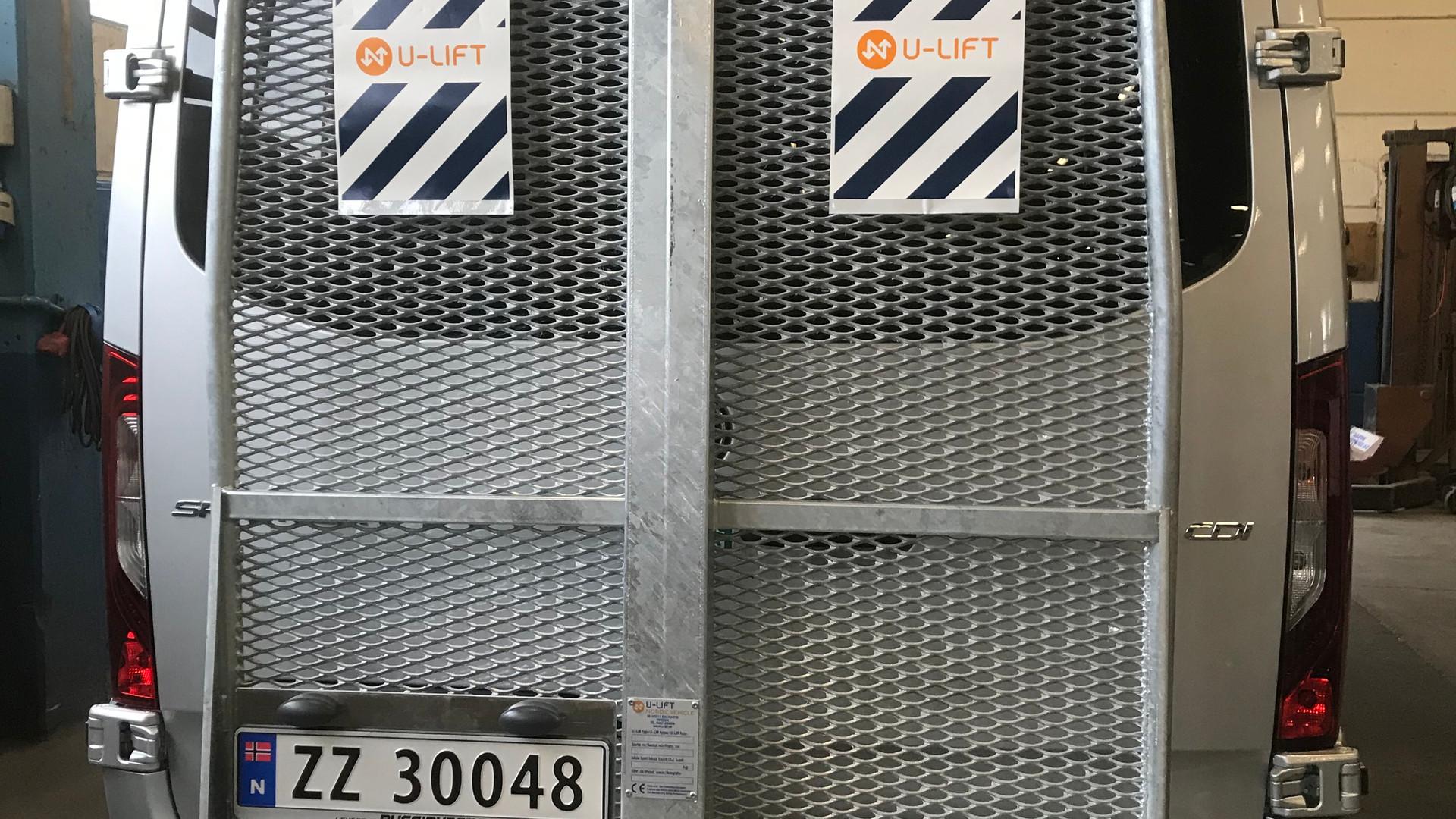 U-lift bakløfter på minibuss