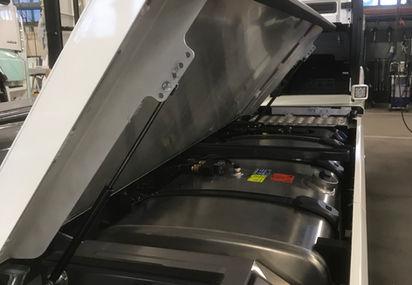 Lokk med gassdempere for dieseltank