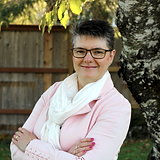 Beth Laur Profile.png