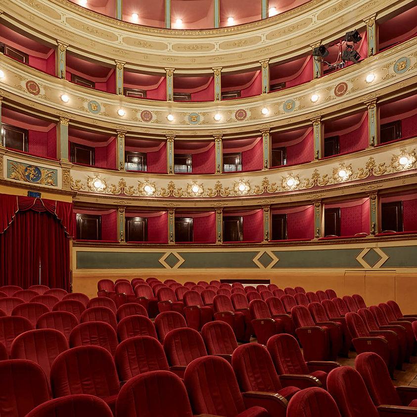 Teatro Manini platea.jpg