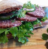 Den bedste spegepølse sandwich, med lokalt pølse og brød
