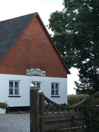 Den gamle Birkedommergård - ombygges langsomt til landlige lejligheder
