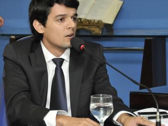 Política  Por Francisco Cabral