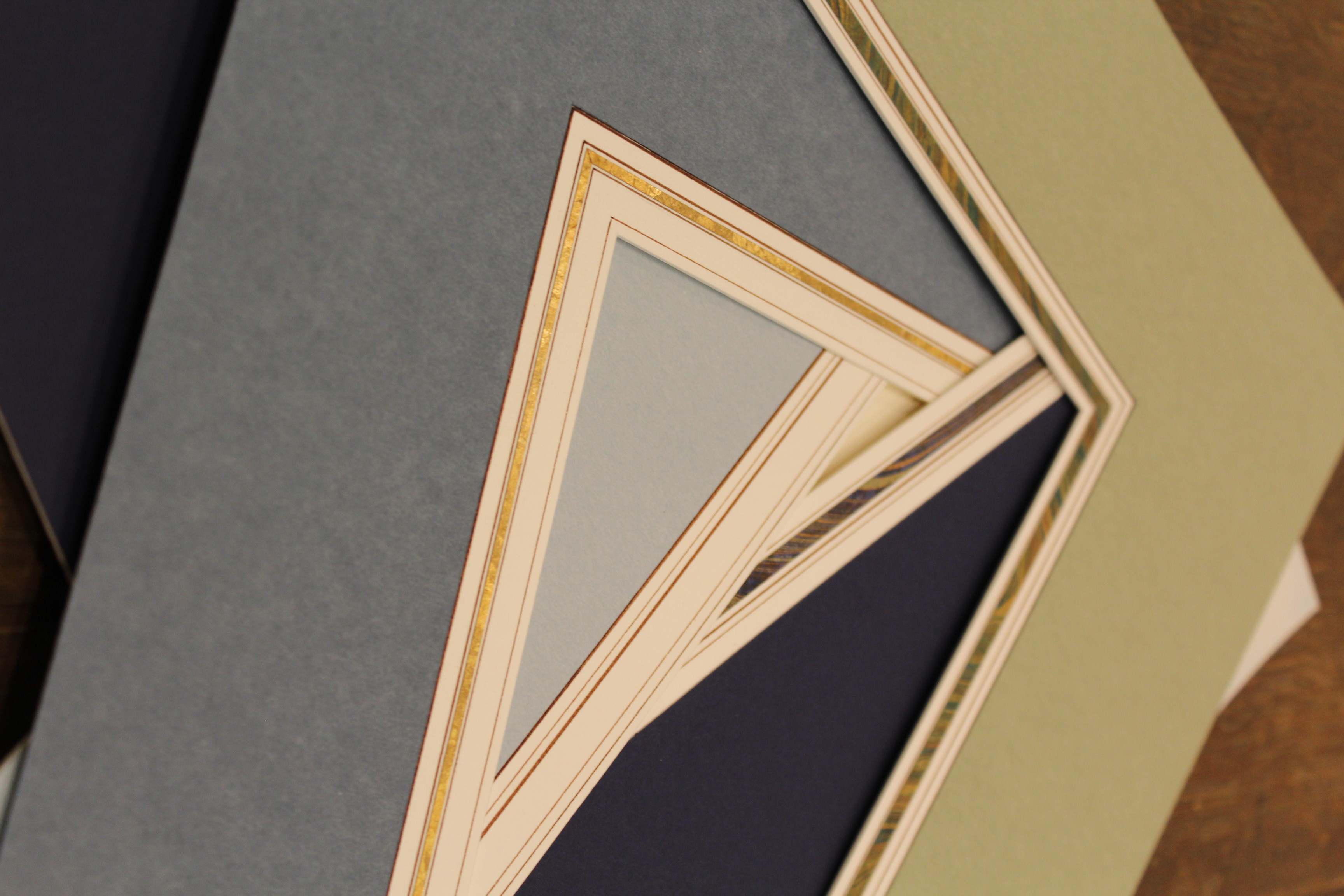 detail Angle lavis