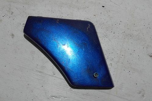Cache boîte à outils droit Peugeot 103
