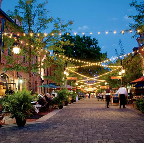 Outdoor dining Brightleaf Square