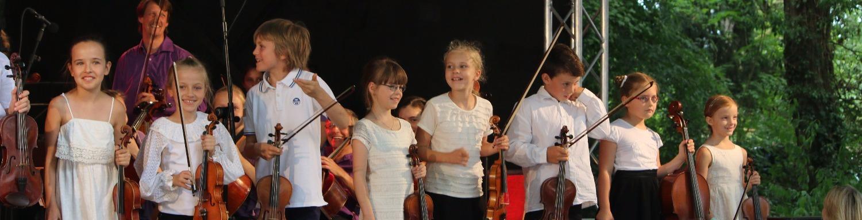 Musikunterricht im Konzert Kinder