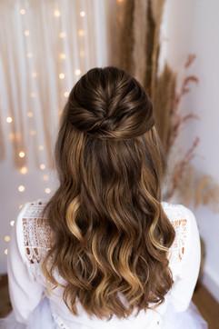 Brautfrisur mit offenen, gelockten Haaren in Düsseldorf