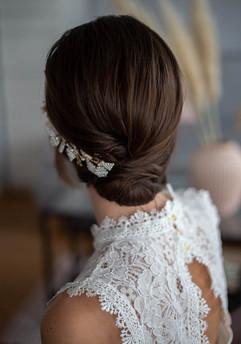Elegante Hochsteckfrisur mit clip in extensions und Hochzeits-Makeup in Düsseldorf