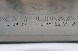 señaletica en madera braille