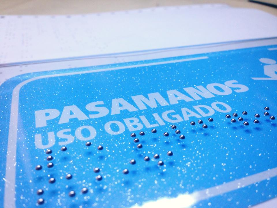 señaletica efecto espejo braille