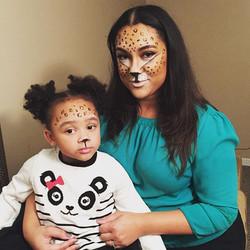 Mama and baby Cheetah 😍 _yudy_taveras #cheetah #babycheetah #ardelllashes #rimua #mua #anastasiabev