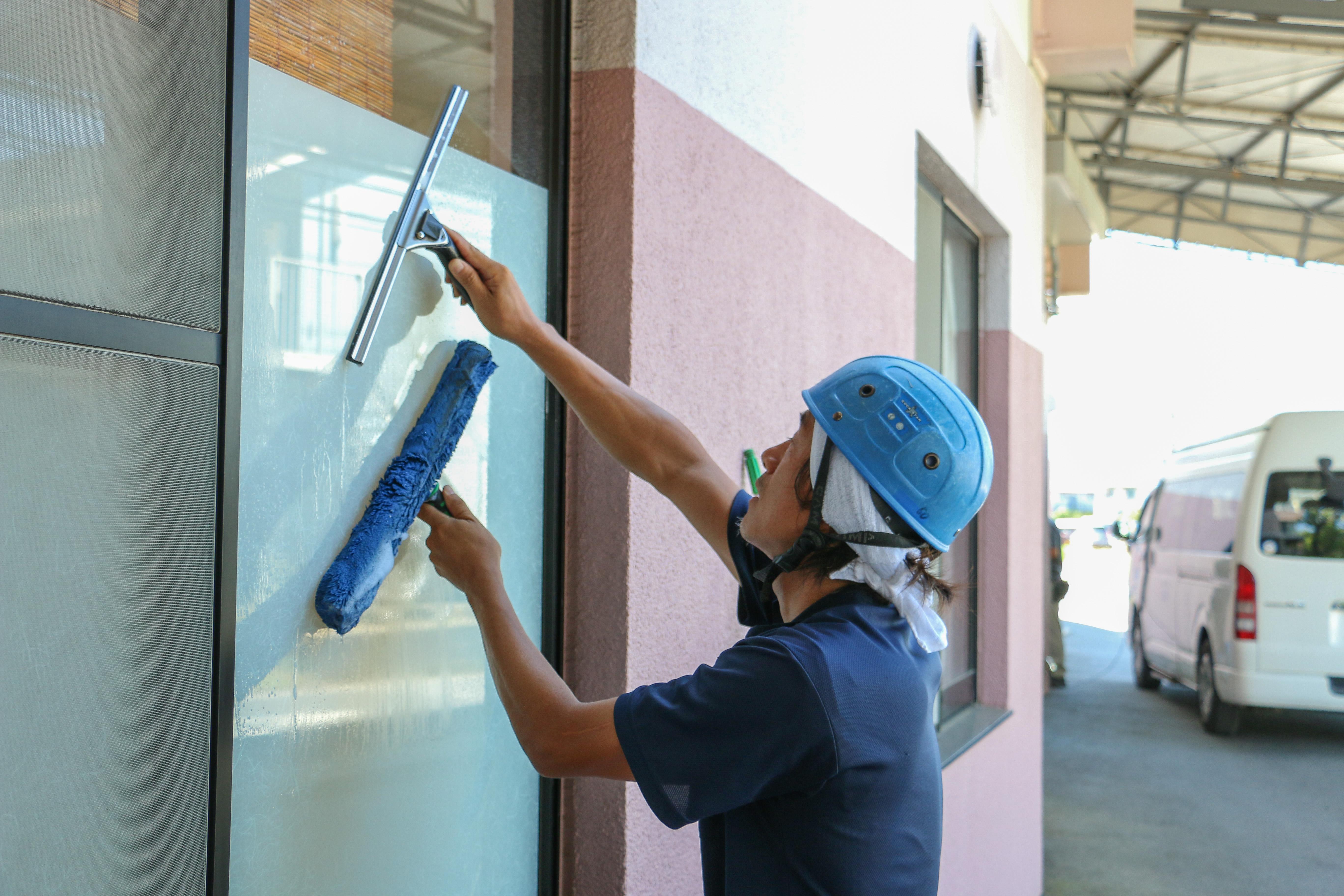 窓ガラス清掃の様子