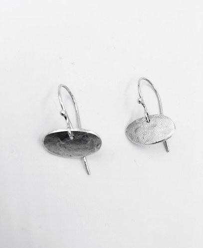 Horizontal pebble drop earring