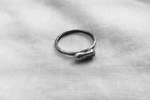 Horizontal pebble ring