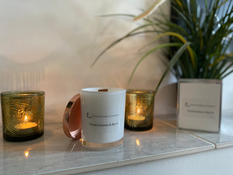 ENHANCE CHRISTMAS DECOR WITH HOLIDAY SCENTED CANDLES