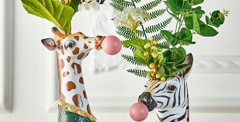 Animal Head Blowing Bubblegum Vase