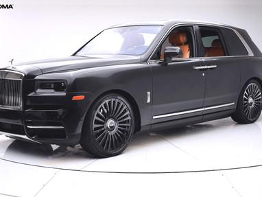 Rolls Royce Cullinan on 23 Inch Custom Forged Wheel Rims.
