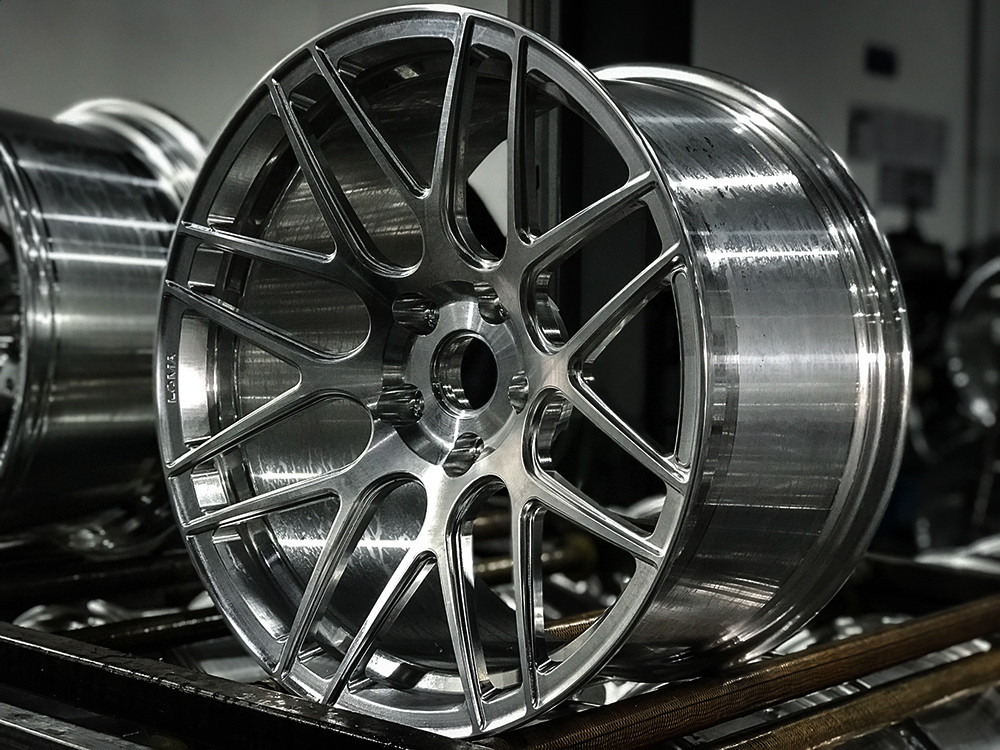 custom-forged-luxury-wheels-after-machining
