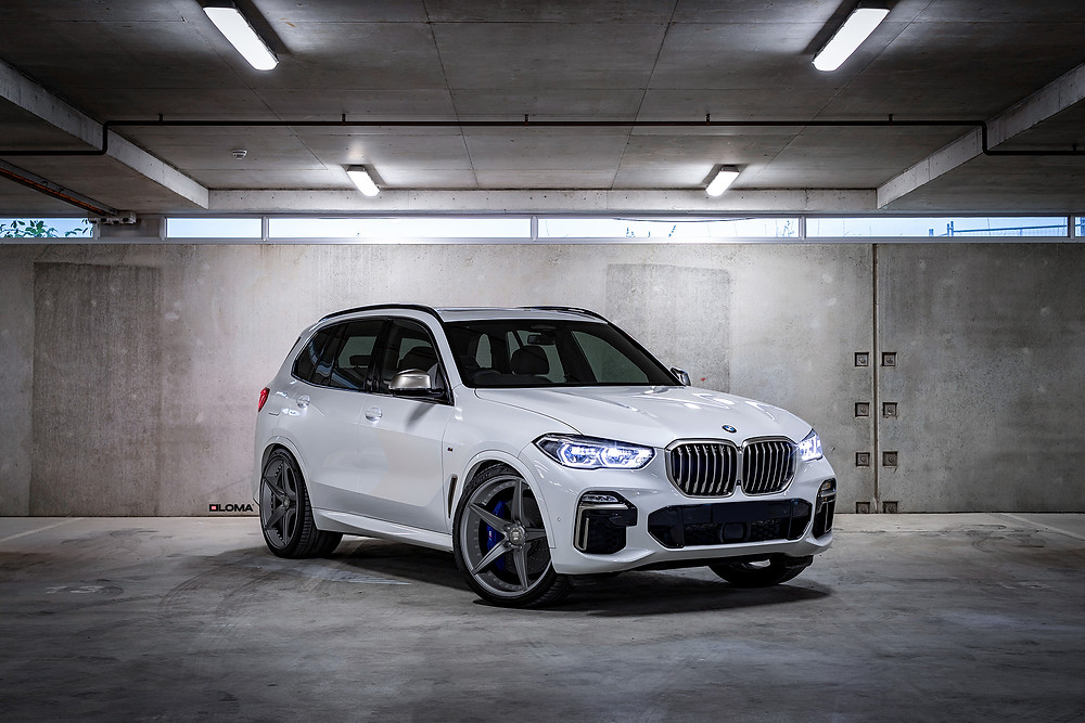 custom-bmw-x5-is-stanced-on-22-inch-forged-alloy-wheel-rims.