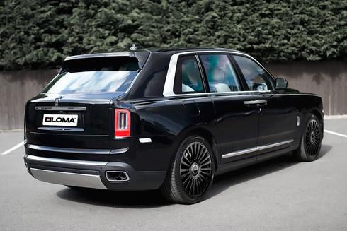 black-24-inch-rims-rolls-royce-cullinan-rear-side