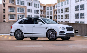 black-24-inch-rims-white-bentley-bentayga-front-side