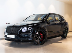 black-24-inch-rims-murdered-out-bentley-bentayga
