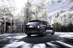 black-24-inch-rims-rolls-royce-cullinan-wide-side-rear