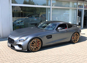 MERCEDES AMG GT ON 21-INCH CUSTOM FORGED STAGGERED LOMA WHEELS FINISHED IN ROSE GOLD
