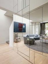 Revestimiento de pared con espejos con forma