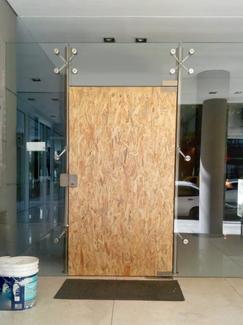 Proceso de reposición de puerta de entrada
