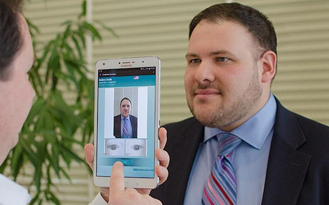 Samsung เริ่มใช้ระบบสแกนม่านตากับแท็บเล็ตและสมาร์ทโฟน