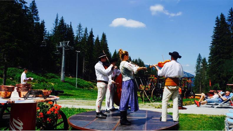 druzba-akcie-hudba-v (4) BEZ.jpg