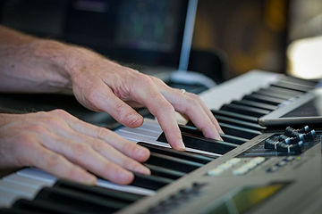 HandsOnKeys*132.jpg