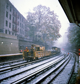039_L_GARBAGE TRASH TRAIN SNOW NYC 2017.