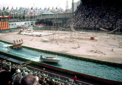 Water show - ski jumpers