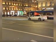 В Москве и Петербурге задерживают машущих флагами Азербайджана, Турции или Армении