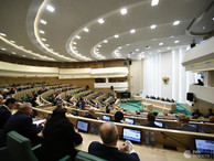 Совет Федерации одобрил закон о праве на временное проживание и виде на жительство в России