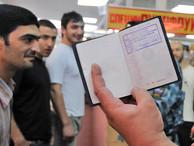 Мигранты хотят легально работать в России, но МВД им не дает этого делать