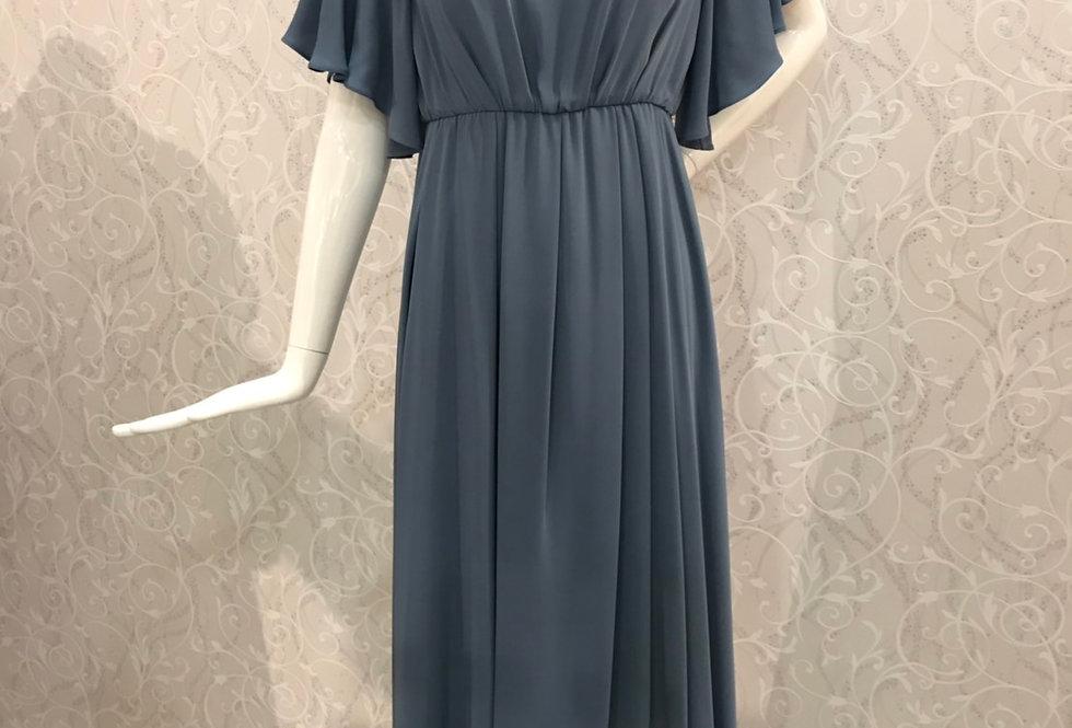 胸元レースお袖つきドレス