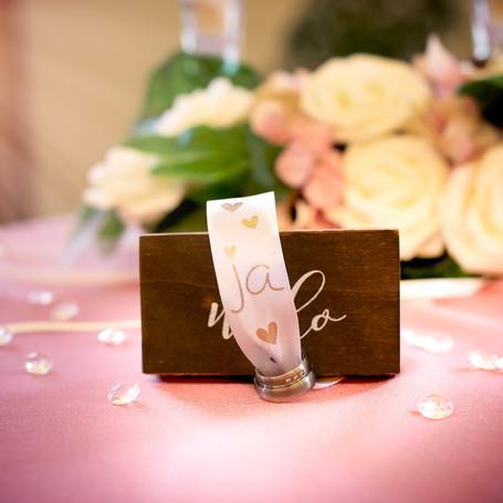 Hochzeit-Fotografie-Ehering-Blumen.jpg