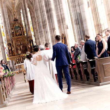 Hochzeit-Fotografie-Ehepaar-Kirche.jpg