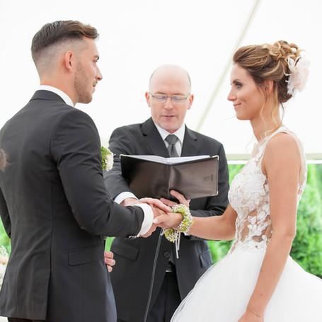 Outdoor-Hochzeit-Trauung-Fotografie.jpg